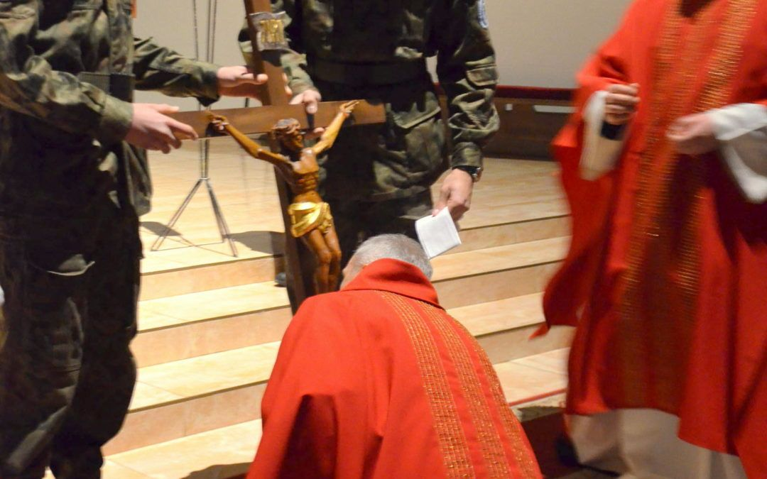 Wielki Piątek – dzień adoracji krzyża, Chrystusowej męki i ukrzyżowania